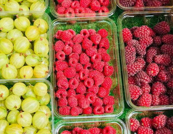 Sesonal local fresh fruit